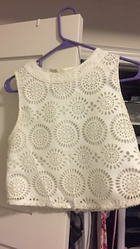 White and gray floral scoop-neck sleeveless top Hamilton, L8B 2Z7