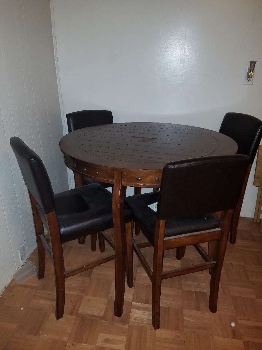 Letgo High Top Table In Uniondale In