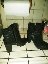 pair of black leather boots Bakersfield, 93313