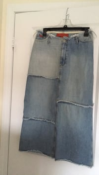 women's blue denim skirt Toronto, M4A 2Y3