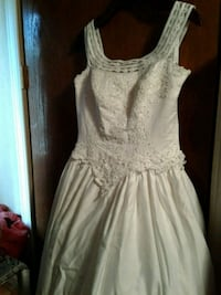 WEDDING DRESS USED ONLY NEED DRY CLEAN SIZE 12 Orosi, 93647
