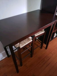 Bar height table with 2 stools New Orleans, 70119