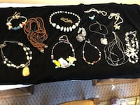 14 NECKLACES FOR ONE LOW PRICE OF 10.00 AND THIS IS NOT JUNK JEWELRY 650 mi