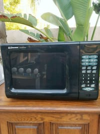 black Hamilton Beach microwave oven Los Angeles, 91401
