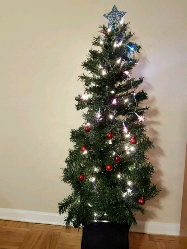 Potted Christmas Tree.Beautiful Prelit Potted Christmas Tree 4 Ft
