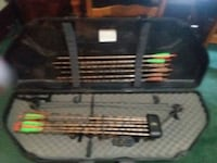 Great Deal!!    Bow w case n accessories included Des Moines