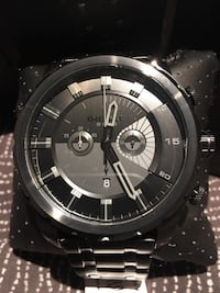 round black and silver chronograph watch with link bracelet 554 km