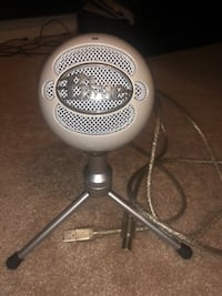 Blue snowball condition 9.5/10 Brampton, L6R 3V1