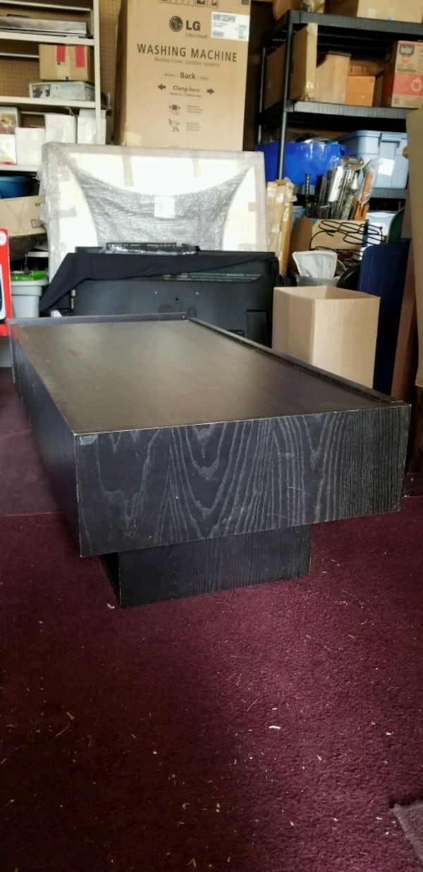 Coffee table with drawers 5e6cad5c-993a-40fd-8cec-5e7911167a7b