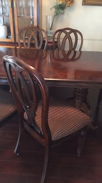 dinning table    with an extention and 6 chairs Los Angeles, 91403