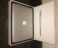 2017 »»Macbook Apple »» box and case Calgary