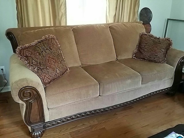 Traditional Brown Chenille Sofa