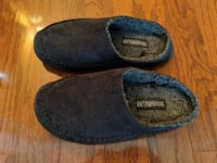 FS: Cozy Slippers, size 8 or 9 Toronto
