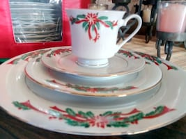 Christmas Dinnerware Set. Complete service for 12