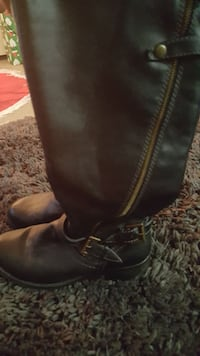 pair of black side-zipped boots Size 7.5