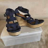 Pair of blue UGG  wedge sandals size Los Angeles, 91402