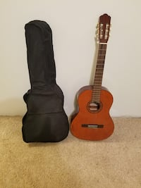 Brown classical guitar with case Sterling, 20165