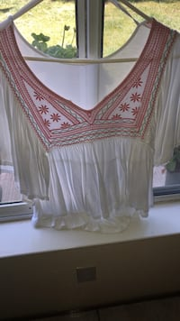 women's white and red scoop-neck blouse Modesto