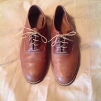 Pair of brown leather dress shoes New York, 11434