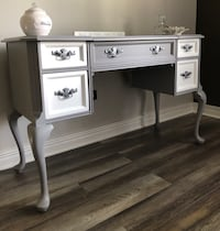 Redesigned Bassett French Vanity/Desk Homer Glen, 60491