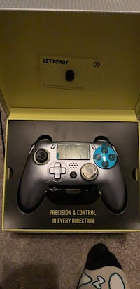 black and blue Sony PS4 controller in box Woodbridge, 22192