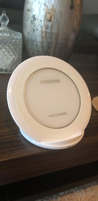 white Samsung wireless charging pad Coquitlam, V3B 0A4