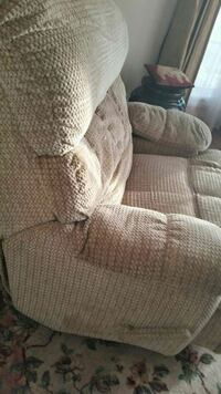 Golden fabric recliner, with side compartment and  Oxon Hill, 20745