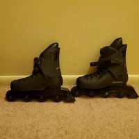 Rollerblade microblade used boy's size 5 women's 7. Has inserts.