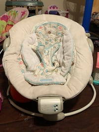 baby's white and gray bouncer Stockton, 95205