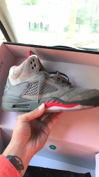 unpaired gray and red Air Jordan 5 shoe Columbia, 21045