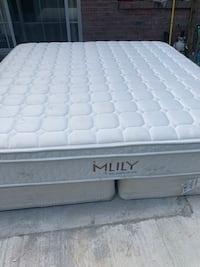 King size mattress and box spring good condition free delivery  Jacksonville, 32205