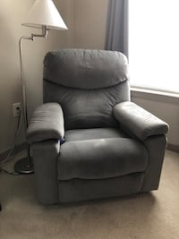 FINAL DAYS AVAILABILITY Lazy Boy Recliner,heat/vibrate  REDUCED Gaithersburg, 20878