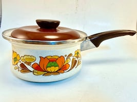 VINTAGE SANKO WARE SAUCE PAN COUNTRY FLOWERS-1-QUART POT ENAMELWARE