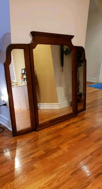 Foldable mirror. Almost new . Dosent have space to Brampton, L6Z 4K6