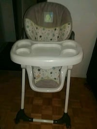 baby's white and gray high chair Mississauga