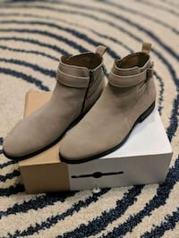 Size 9.5 suede boots Richmond Hill, L4E 2P6