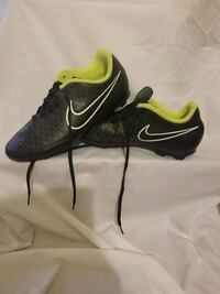 pair of black-and-yellow Nike cleats Elizabethton, 37643