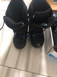 Snowboard size 3.5 Boots 30 dollars or Best offer Markham