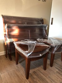 Big beautiful queen bed frame and two nightstands El Paso, 79912