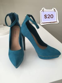 Brand NEW dark teal suede high heels - size 7