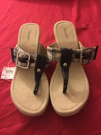Women's pair of gray and black leather plaid print Dexter sandals Hartford, 06114