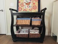 Solid wood changing table with pad and covers Saint Petersburg, 33714