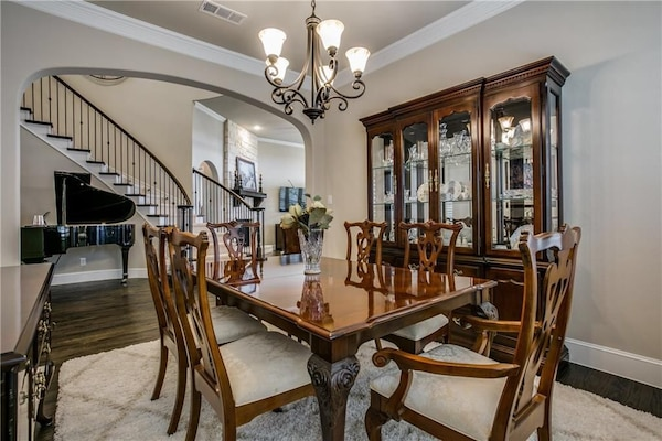 Used Thomasville Cherry Wood Dining Room Set for sale in ...