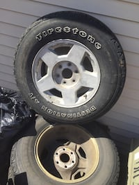 2006 Silverado stock Rims and Tires Lemont