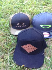 Brand new Oakley hats beautiful hats 25$ each or 65 $ for all 3   Abbotsford, V4X 1Y8