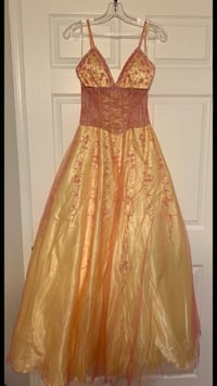 Princess Style Formal Dress (Size 4)  Gaithersburg, 20877