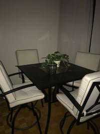 Gorgeous luxury table -extremely comfortable. Not negotiable Montréal, H3G 1A1