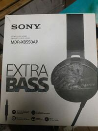New. Sony MDR-xb550ap on ear headphone Mississauga, L5A 3X2