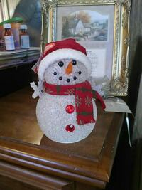 white and red snowman table decor