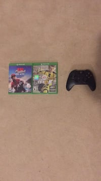 Black Xbox one controller with two games  Innisfil, L9S